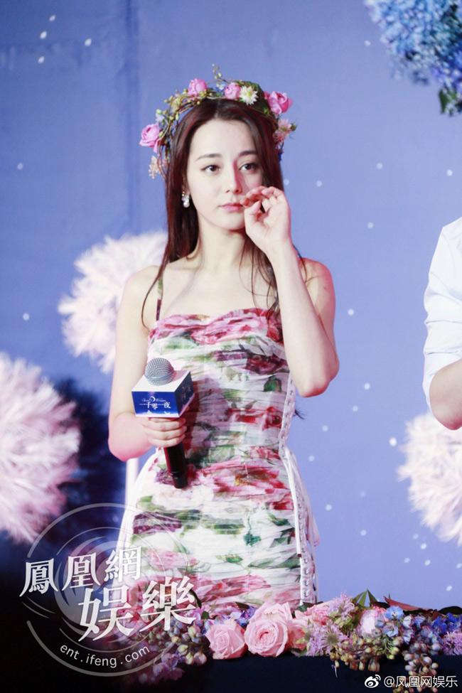 Mỹ nhân tộc người đẹp nhất Trung Quốc khoác gì lên người cũng gợi cảm mê hồn-10
