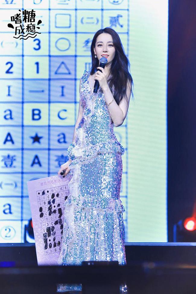 Mỹ nhân tộc người đẹp nhất Trung Quốc khoác gì lên người cũng gợi cảm mê hồn-11