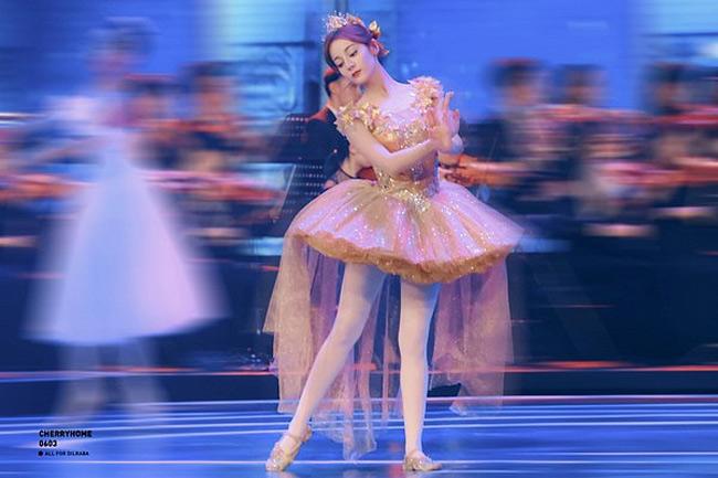 Mỹ nhân tộc người đẹp nhất Trung Quốc khoác gì lên người cũng gợi cảm mê hồn-16