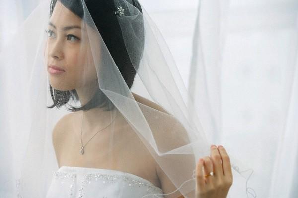 Thấy dòng comment khẩu nghiệp từ người yêu cũ của chồng ngay dưới tấm ảnh cưới, tôi cười nhạt hỏi một câu khiến chị ta im lìm-1