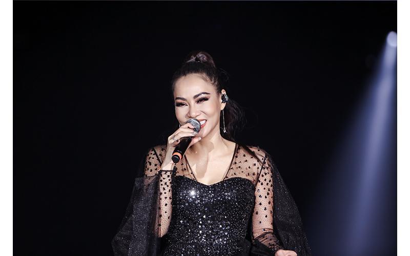 Những layout makeup xứng danh Diva của Thu Minh khiến dân tình choáng ngợp-7