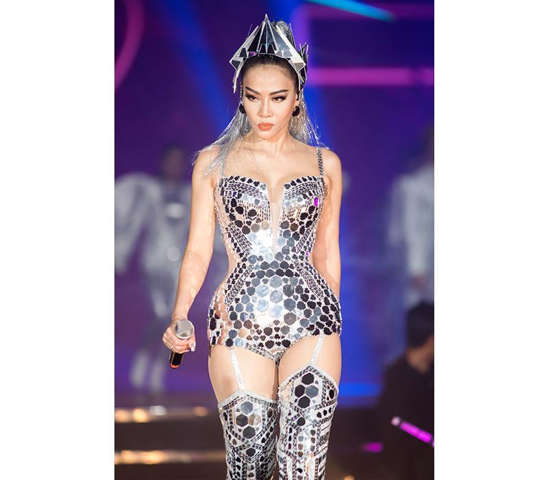 Những layout makeup xứng danh Diva của Thu Minh khiến dân tình choáng ngợp-9