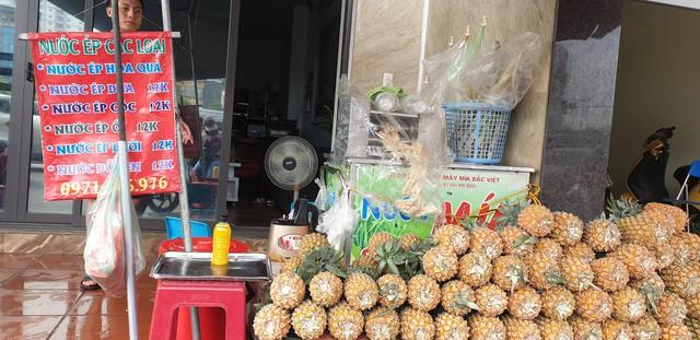 Nước trái cây ép nguyên chất giá rẻ cháy hàng ngày nắng nóng: Ra bao nhiêu hết bấy nhiêu-1
