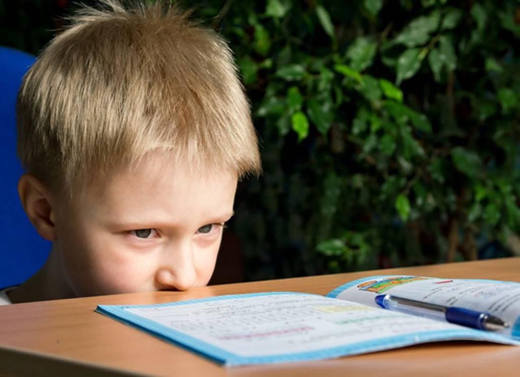 9 tác hại nguy hiểm khó lường khi trẻ nghiện điện thoại thông minh-5