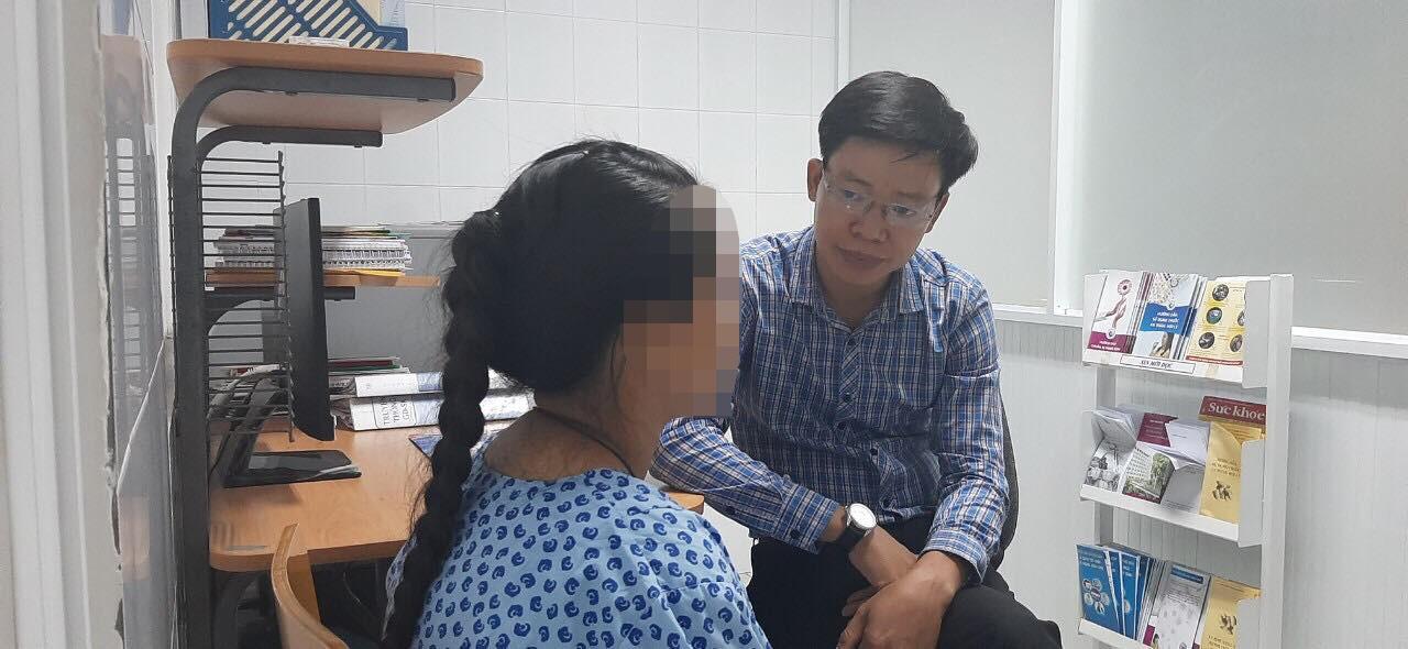 Lời kể của bé gái 14 tuổi nghi bị cậu ruột hiếp dâm suốt 3 năm đến mang thai: Con không dám la, cậu dặn lên đây phá thai rồi về-1