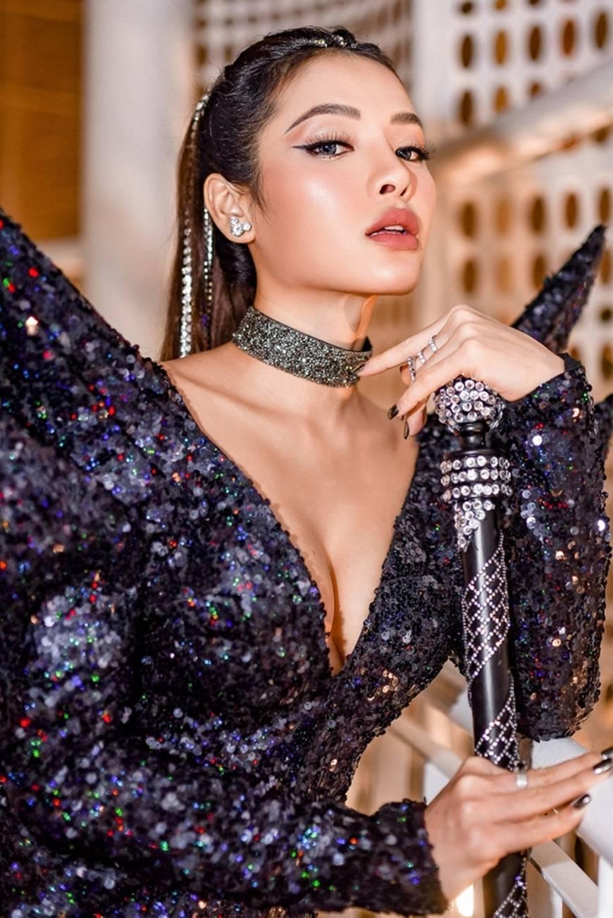Phương Trinh Jolie lả lơi khoe ngực đầy, thách thức mọi giới hạn sexy-8