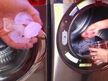 Thả 3 viên đá lạnh vào máy giặt, quần áo phẳng lì, càng mặc càng bền màu