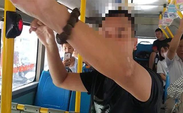 Gã có hành vi biến thái trên xe buýt 01 có thể bị xử phạt 200.000 đồng-1