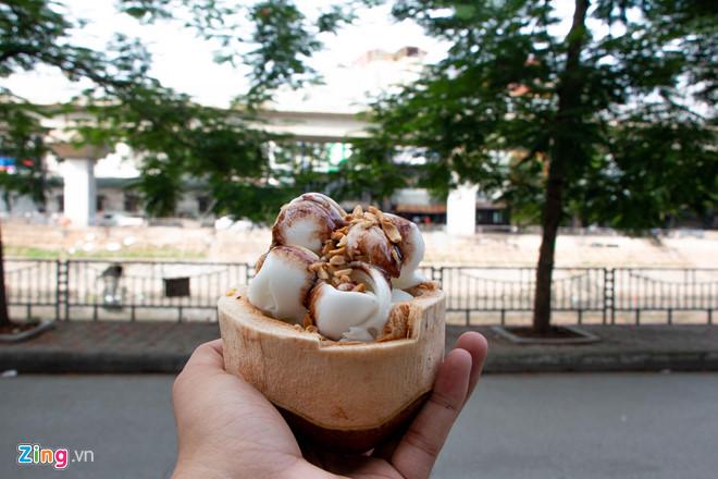 Bán dạo kem dừa Thái Lan, kiếm tiền triệu mỗi ngày ở Hà Nội-1