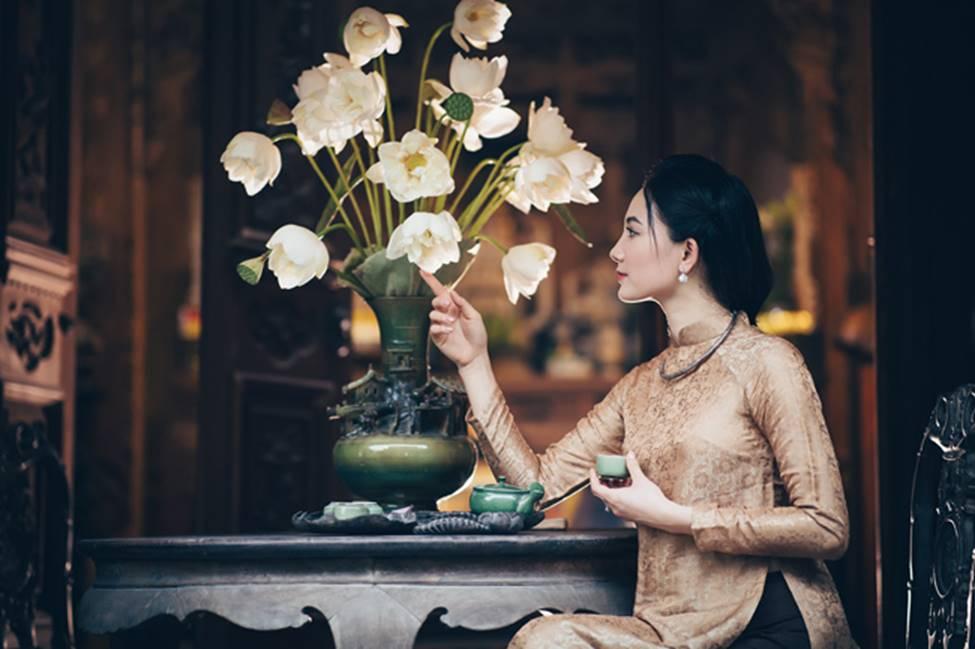 Diện áo dài chụp ảnh cùng sen, thiếu nữ Hà thành đẹp như một bức tranh-12
