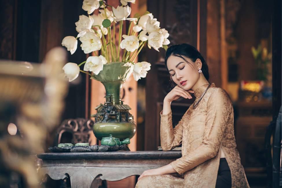 Diện áo dài chụp ảnh cùng sen, thiếu nữ Hà thành đẹp như một bức tranh-15