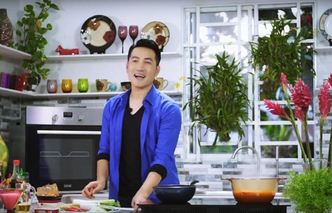 Hơn 40 tuổi chưa vợ con, trai đẹp Nguyễn Phi Hùng khiến chị em xấu hổ vì tài nấu ăn-3