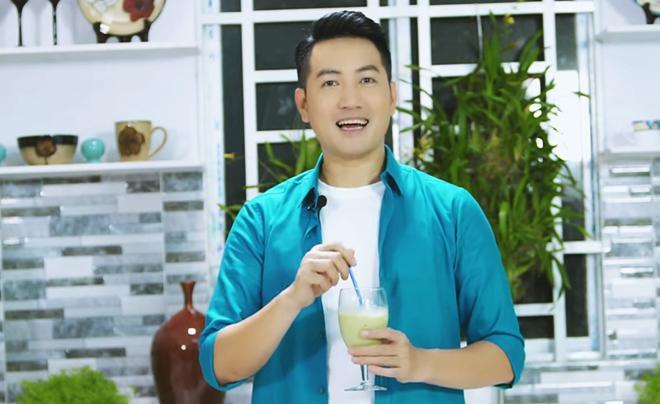 Hơn 40 tuổi chưa vợ con, trai đẹp Nguyễn Phi Hùng khiến chị em xấu hổ vì tài nấu ăn-14