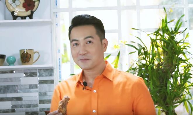 Hơn 40 tuổi chưa vợ con, trai đẹp Nguyễn Phi Hùng khiến chị em xấu hổ vì tài nấu ăn-7