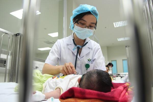 """Bé 7 tháng tuổi bị loét miệng, bà dùng thần dược vạn người mê"""" điều trị khiến cháu nguy kịch-2"""