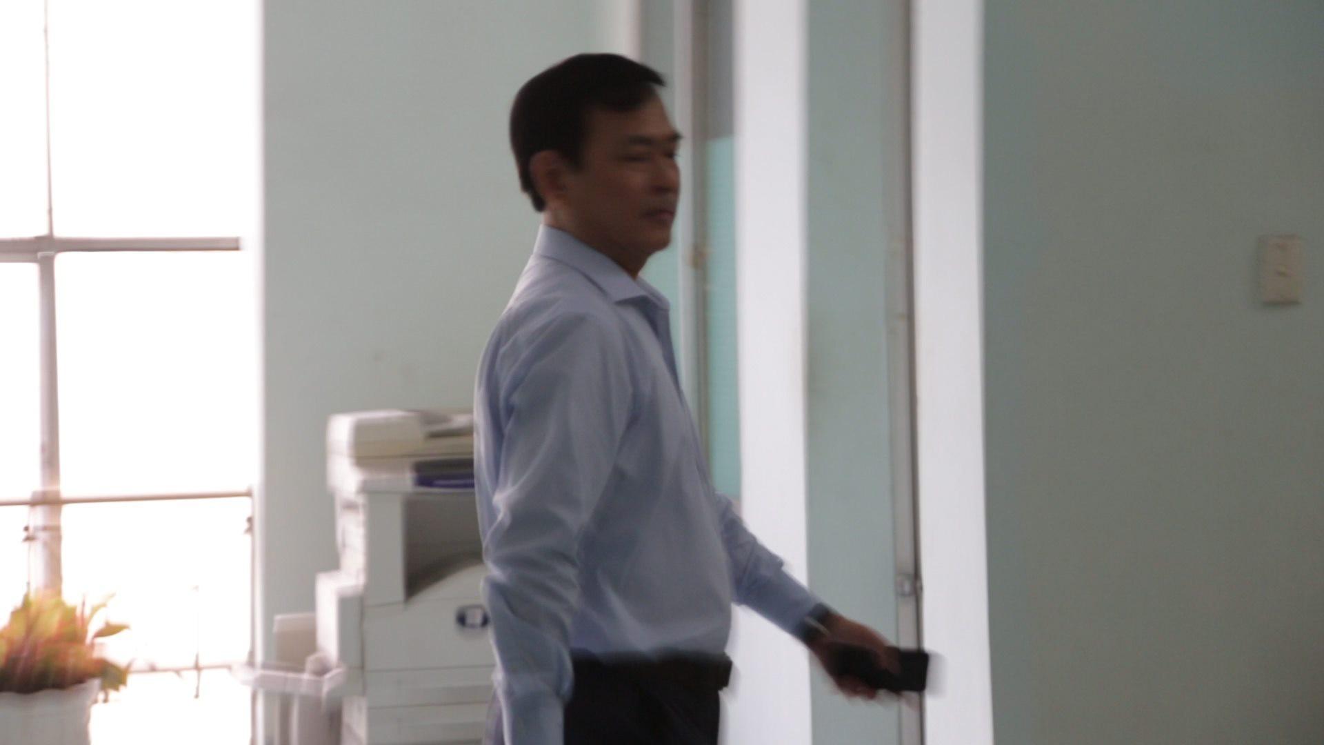 Nguyễn Hữu Linh chính thức bị xét xử tội dâm ô, công an phong tỏa nghiêm ngặt trước tòa án-2