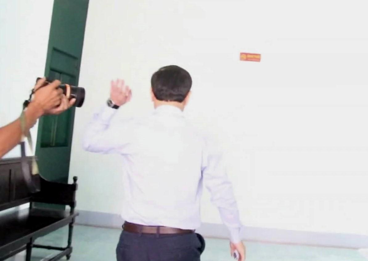 Nguyễn Hữu Linh chính thức bị xét xử tội dâm ô, công an phong tỏa nghiêm ngặt trước tòa án-3