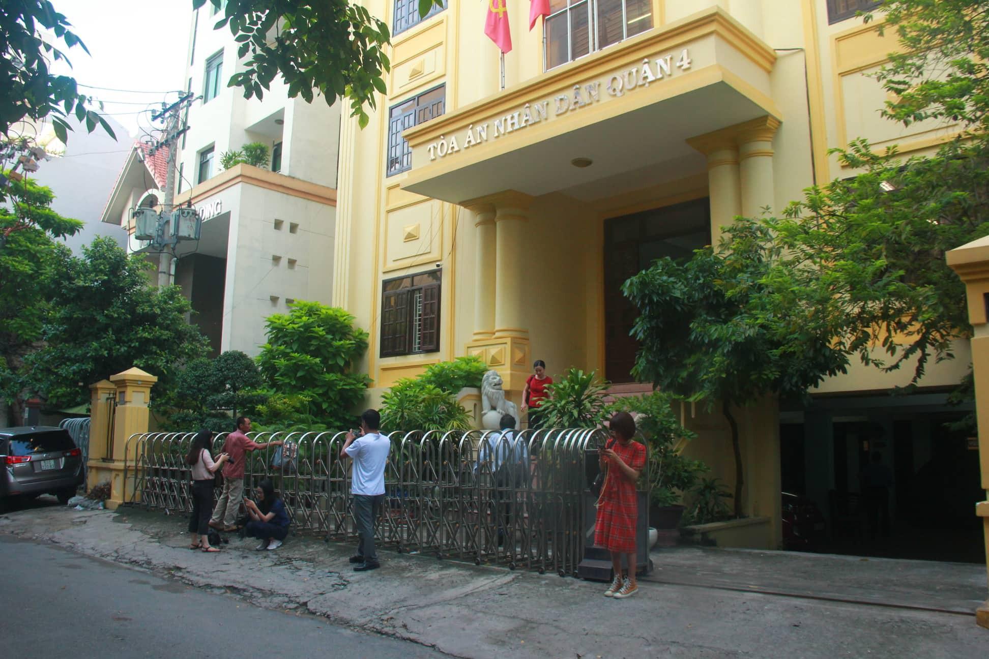 Nguyễn Hữu Linh chính thức bị xét xử tội dâm ô, công an phong tỏa nghiêm ngặt trước tòa án-5