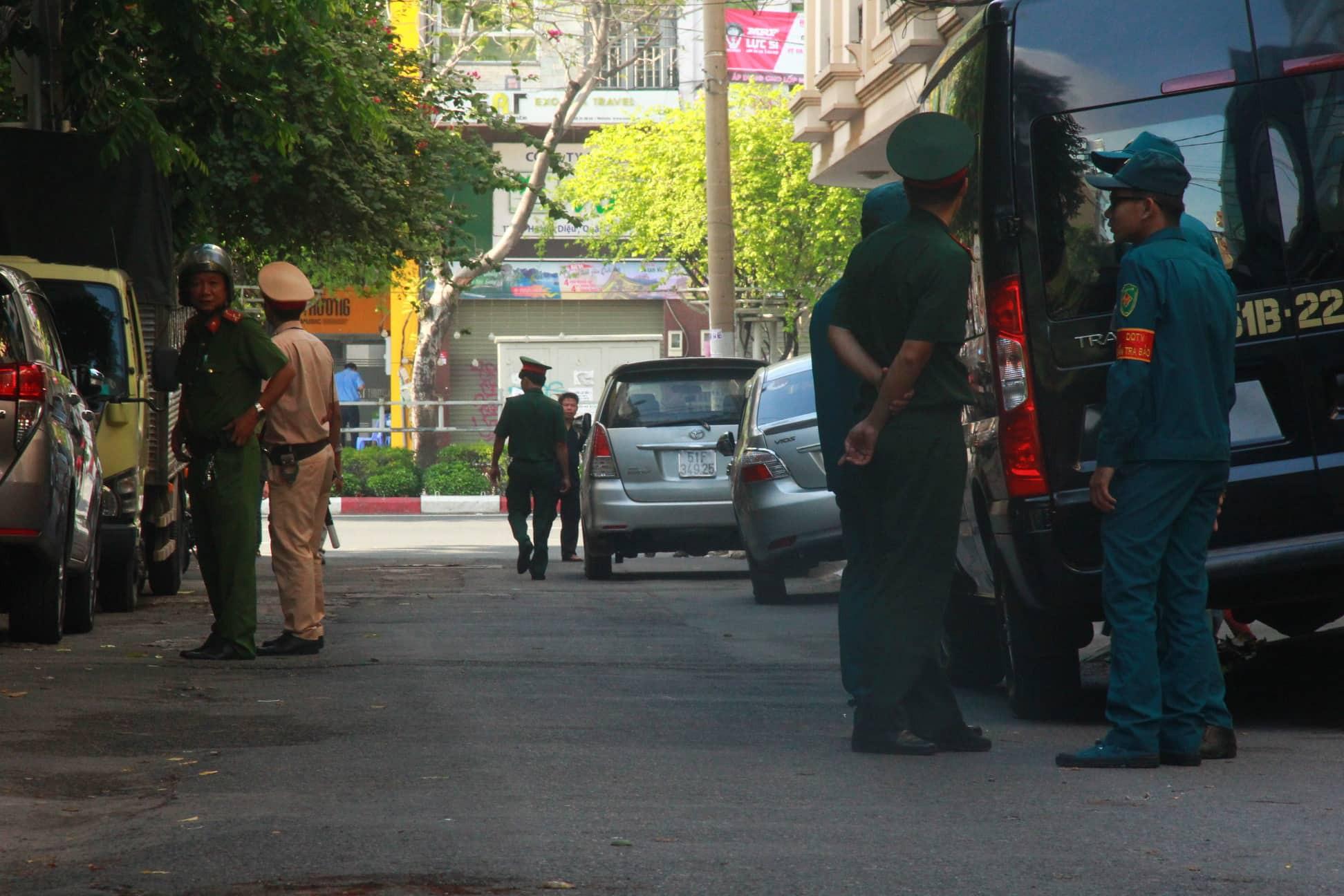 Nguyễn Hữu Linh chính thức bị xét xử tội dâm ô, công an phong tỏa nghiêm ngặt trước tòa án-6