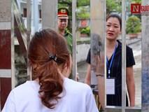 Vẻ mặt thẫn thờ của nữ sinh đi muộn quá 15 phút trong ngày thi THPT quốc gia 2019 đầu tiên