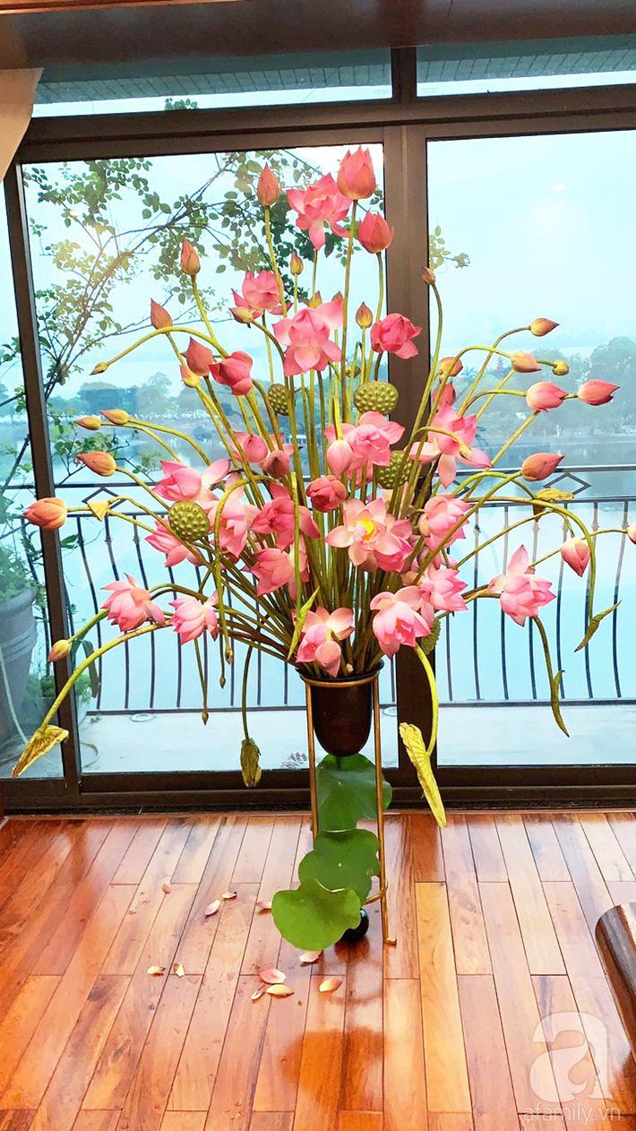 Níu giữ hương mùa hạ với những bình hoa sen đẹp dịu dàng trong tổ ấm của 3 người phụ nữ đảm ở Hà Nội-1