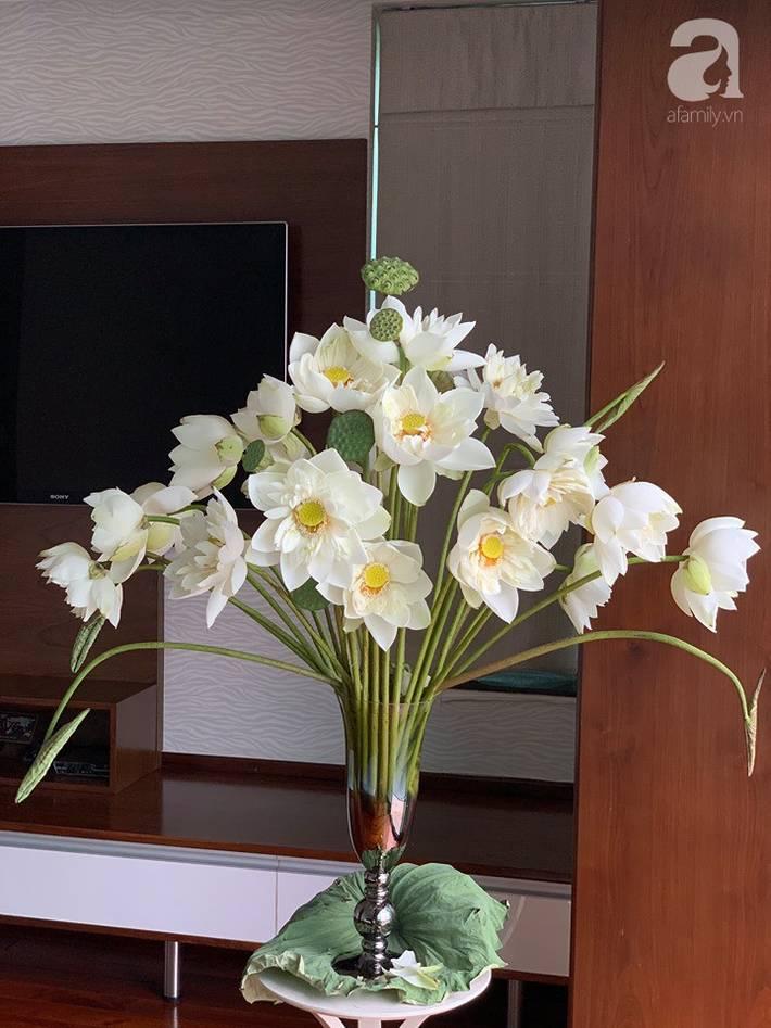 Níu giữ hương mùa hạ với những bình hoa sen đẹp dịu dàng trong tổ ấm của 3 người phụ nữ đảm ở Hà Nội-5