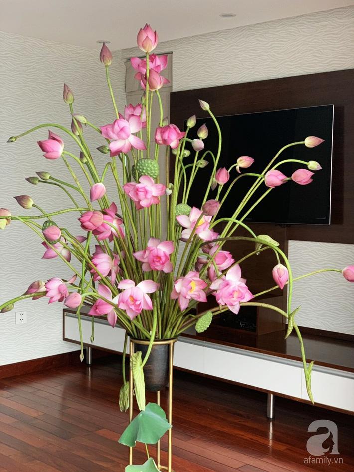 Níu giữ hương mùa hạ với những bình hoa sen đẹp dịu dàng trong tổ ấm của 3 người phụ nữ đảm ở Hà Nội-10