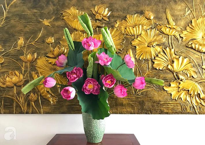 Níu giữ hương mùa hạ với những bình hoa sen đẹp dịu dàng trong tổ ấm của 3 người phụ nữ đảm ở Hà Nội-27