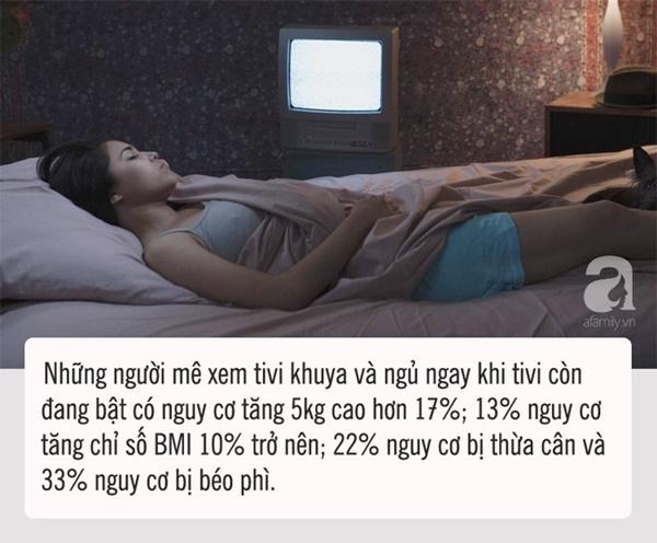 Ngủ mà vẫn để tivi bật sẽ dẫn tới hậu quả mà chị em nào cũng sợ-1