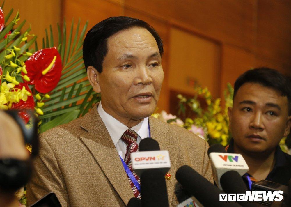 VFF chấp thuận đơn xin từ chức của Phó Chủ tịch Cấn Văn Nghĩa-1
