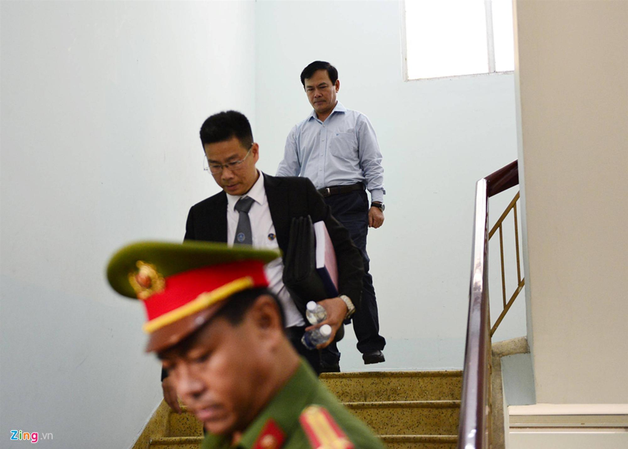 Hàng chục cảnh sát hộ tống Nguyễn Hữu Linh rời tòa-1