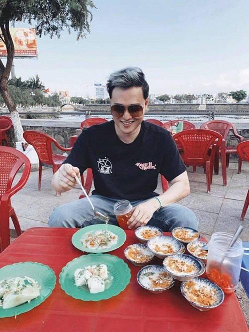 Chẳng mặn mà showbiz, Hoàng tử sơn ca Quang Vinh đi khắp nơi, ăn toàn món lạ đời-3