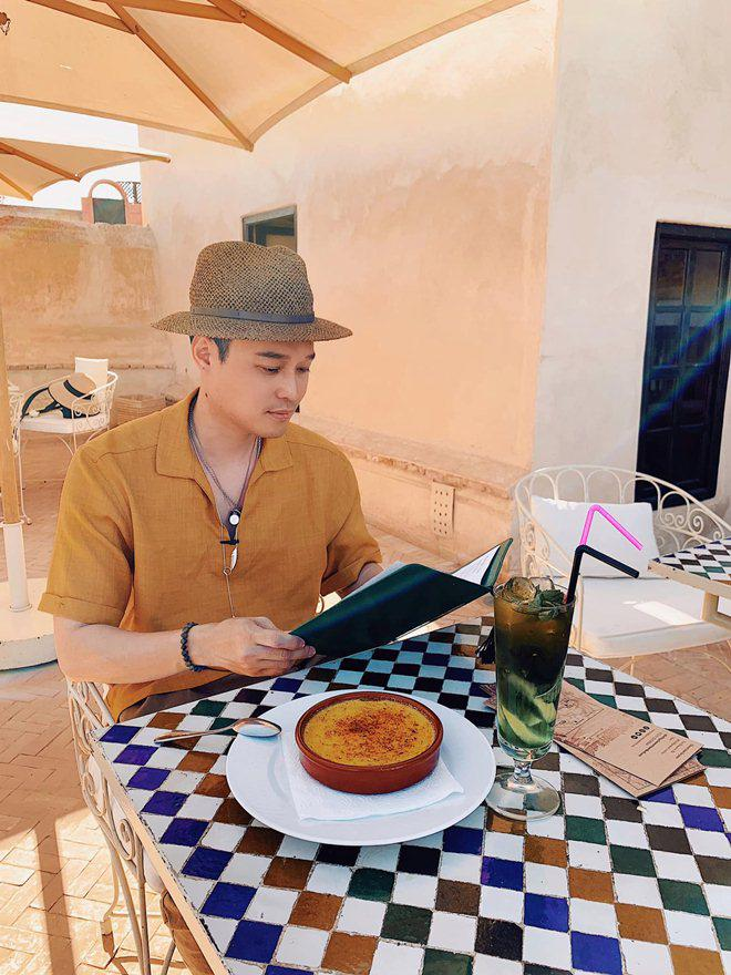 Chẳng mặn mà showbiz, Hoàng tử sơn ca Quang Vinh đi khắp nơi, ăn toàn món lạ đời-13