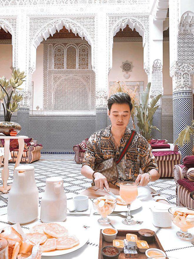 Chẳng mặn mà showbiz, Hoàng tử sơn ca Quang Vinh đi khắp nơi, ăn toàn món lạ đời-14