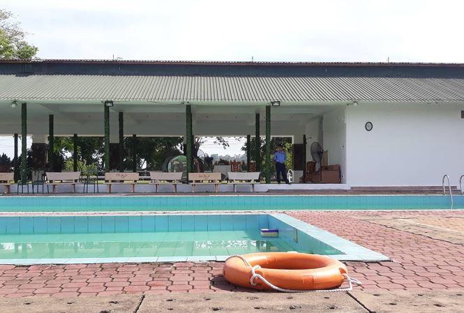 Hai nam sinh tử vong khi tắm trong hồ bơi khách sạn-1