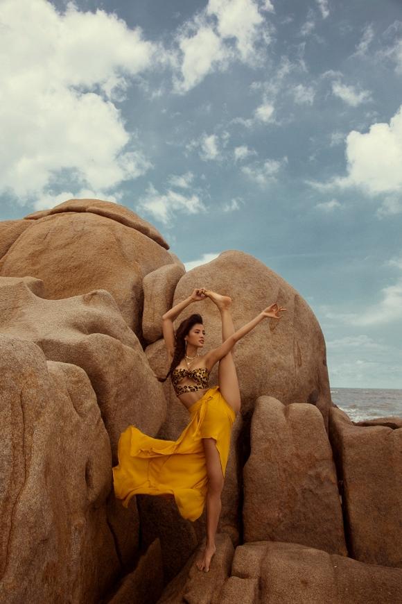 Phương Trinh Jolie tập Yoga trên mỏm đá, khiến ai cũng trầm trồ vì quá sexy-15