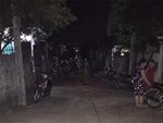 Người phụ nữ nổ súng rồi châm lửa đốt nhà hàng xóm-1