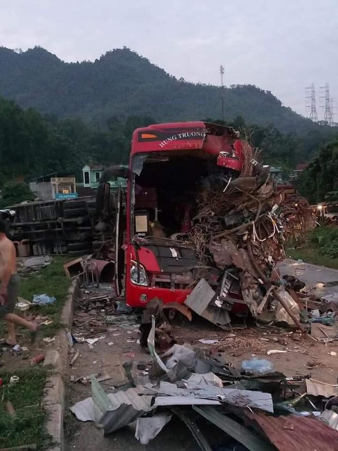 Nỗi đau tột cùng của người mẹ có 2 con gái thương vong vì tai nạn giao thông, 1 em mất trước kỳ thi THPT Quốc gia-2