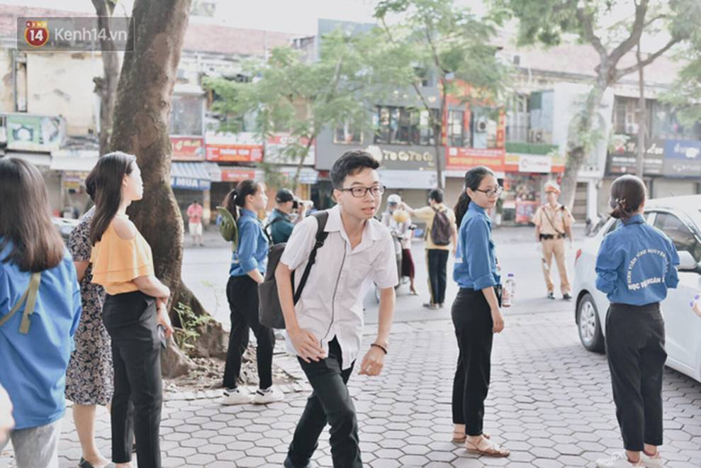 Thi THPT Quốc gia 2019 ngày thứ 2: Tổ hợp 3 môn Lý Hoá Sinh trong một buổi sáng có phải là cơn ác mộng của nhiều thí sinh?-16