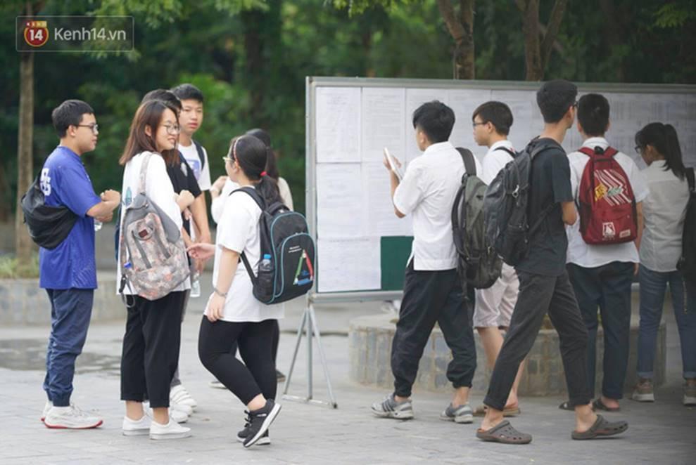 Thi THPT Quốc gia 2019 ngày thứ 2: Tổ hợp 3 môn Lý Hoá Sinh trong một buổi sáng có phải là cơn ác mộng của nhiều thí sinh?-17