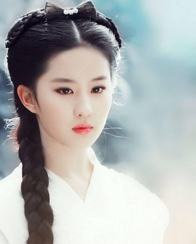 Lưu Diệc Phi trở thành nữ thần được đàn ông Trung Quốc khao khát nhất 2019-3