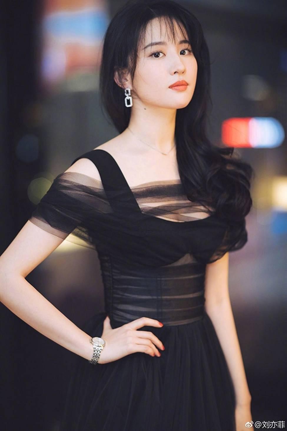 Lưu Diệc Phi trở thành nữ thần được đàn ông Trung Quốc khao khát nhất 2019-4