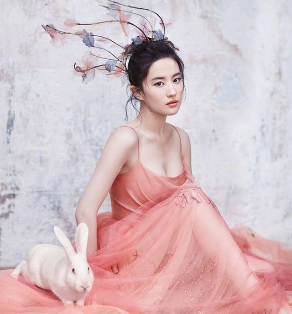 Lưu Diệc Phi trở thành nữ thần được đàn ông Trung Quốc khao khát nhất 2019-9