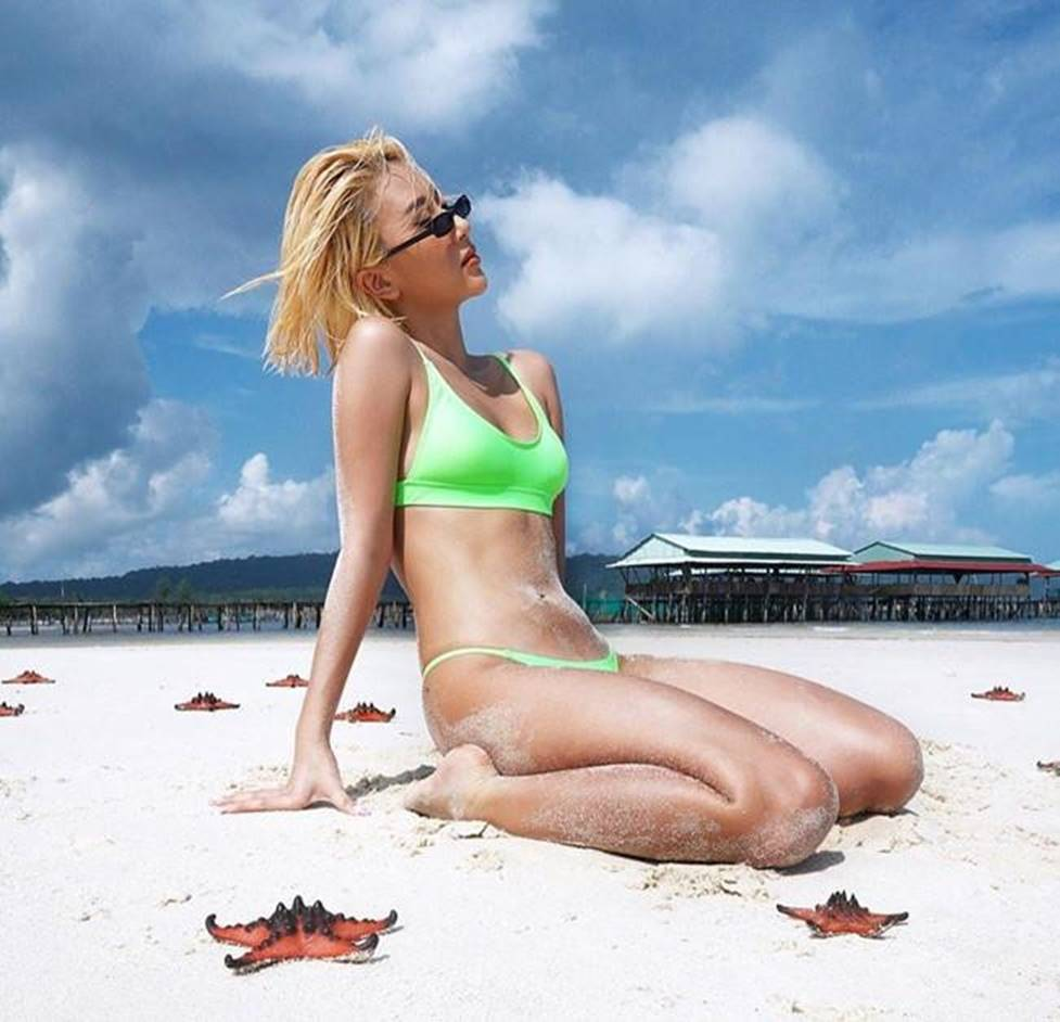 Loạt fashionista chăm diện bikini khoe vóc dáng nóng bỏng-7