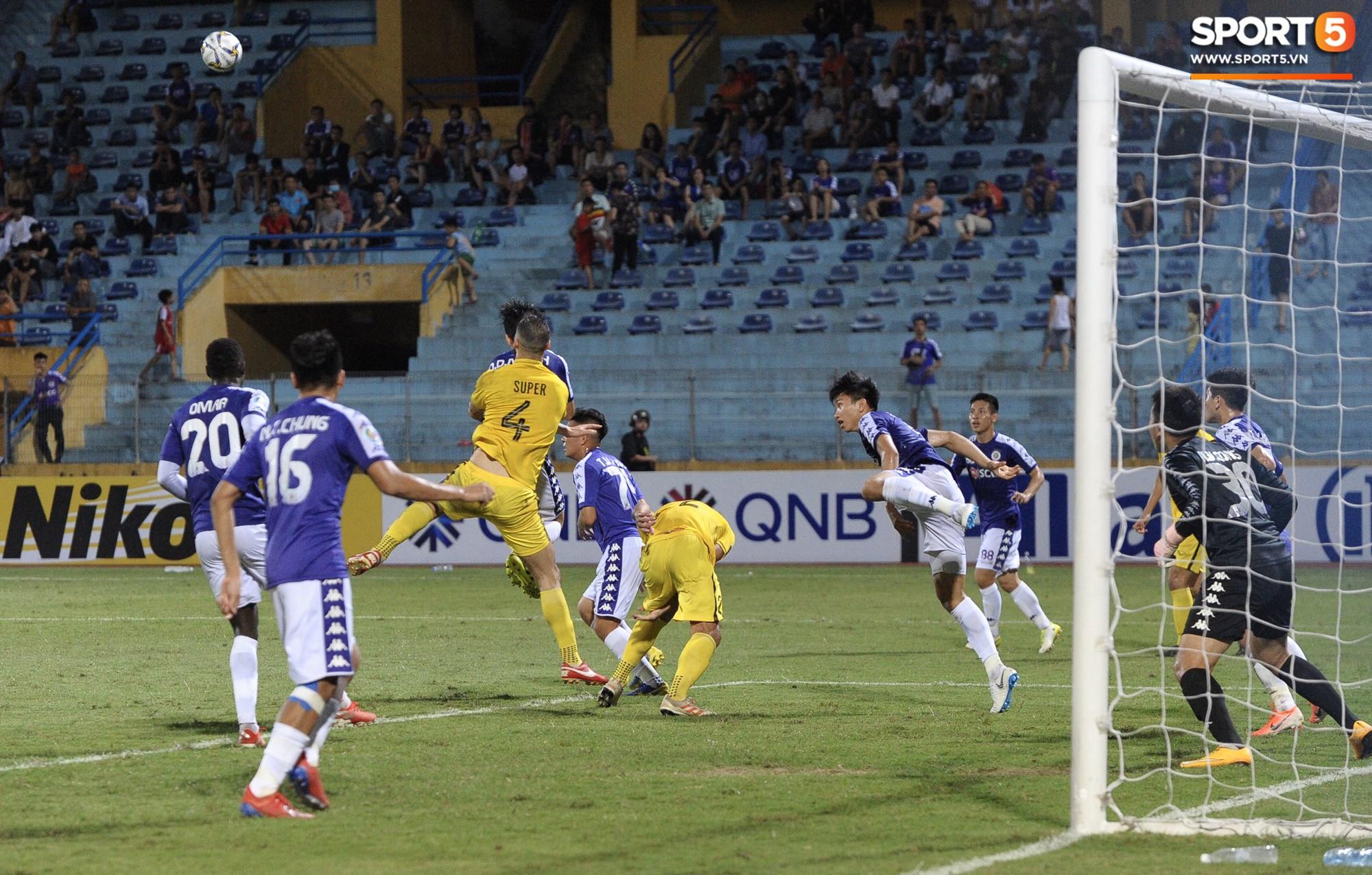 Trước tin đồn đến châu Âu thi đấu, Đoàn Văn Hậu vẫn nỗ lực hết mình vì Hà Nội FC-9