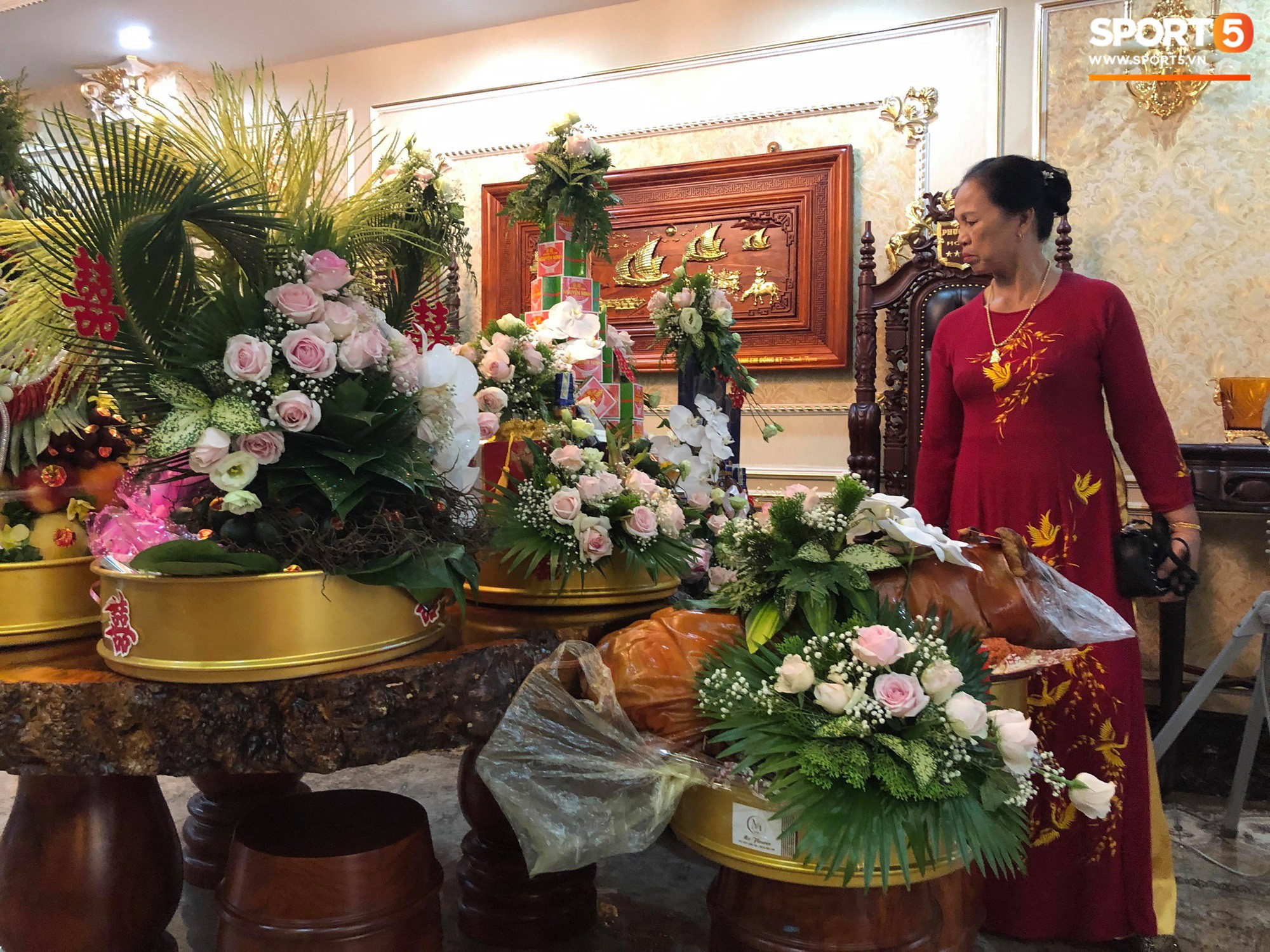 Bùi Tiến Dũng và cô dâu Khánh Linh hôn nhau say đắm, hát Nắm Lấy Tay Anh cực ngọt ngào-2