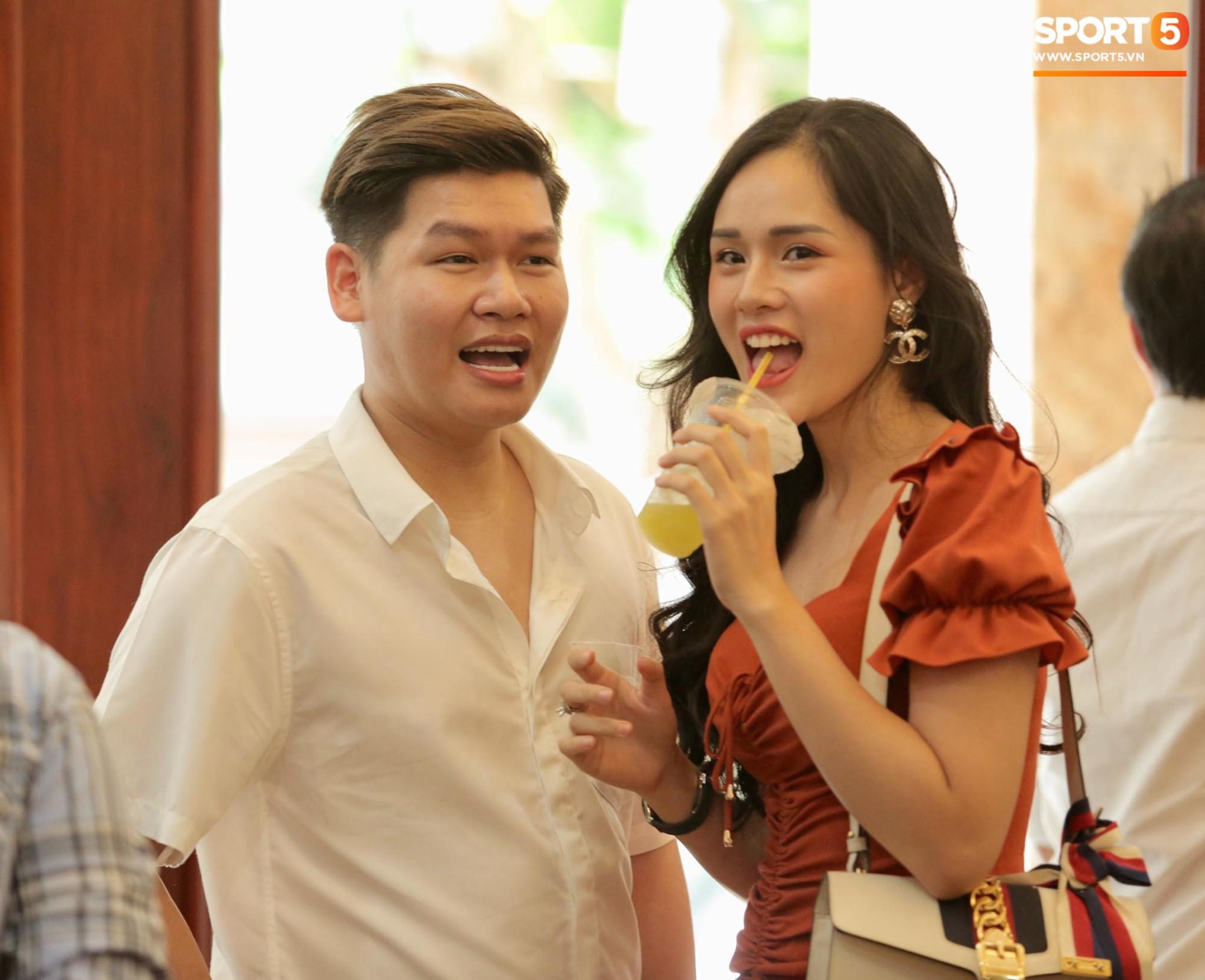 Bùi Tiến Dũng và cô dâu Khánh Linh hôn nhau say đắm, hát Nắm Lấy Tay Anh cực ngọt ngào-7
