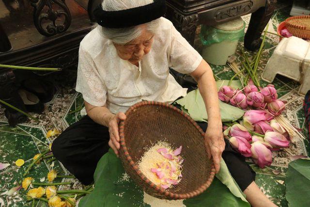 Thiên cổ đệ nhất trà sen của cụ bà U100 Hà Nội, giá 7 triệu đồng/kg-4
