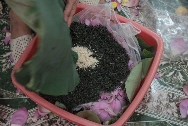 Thiên cổ đệ nhất trà sen của cụ bà U100 Hà Nội, giá 7 triệu đồng/kg-7