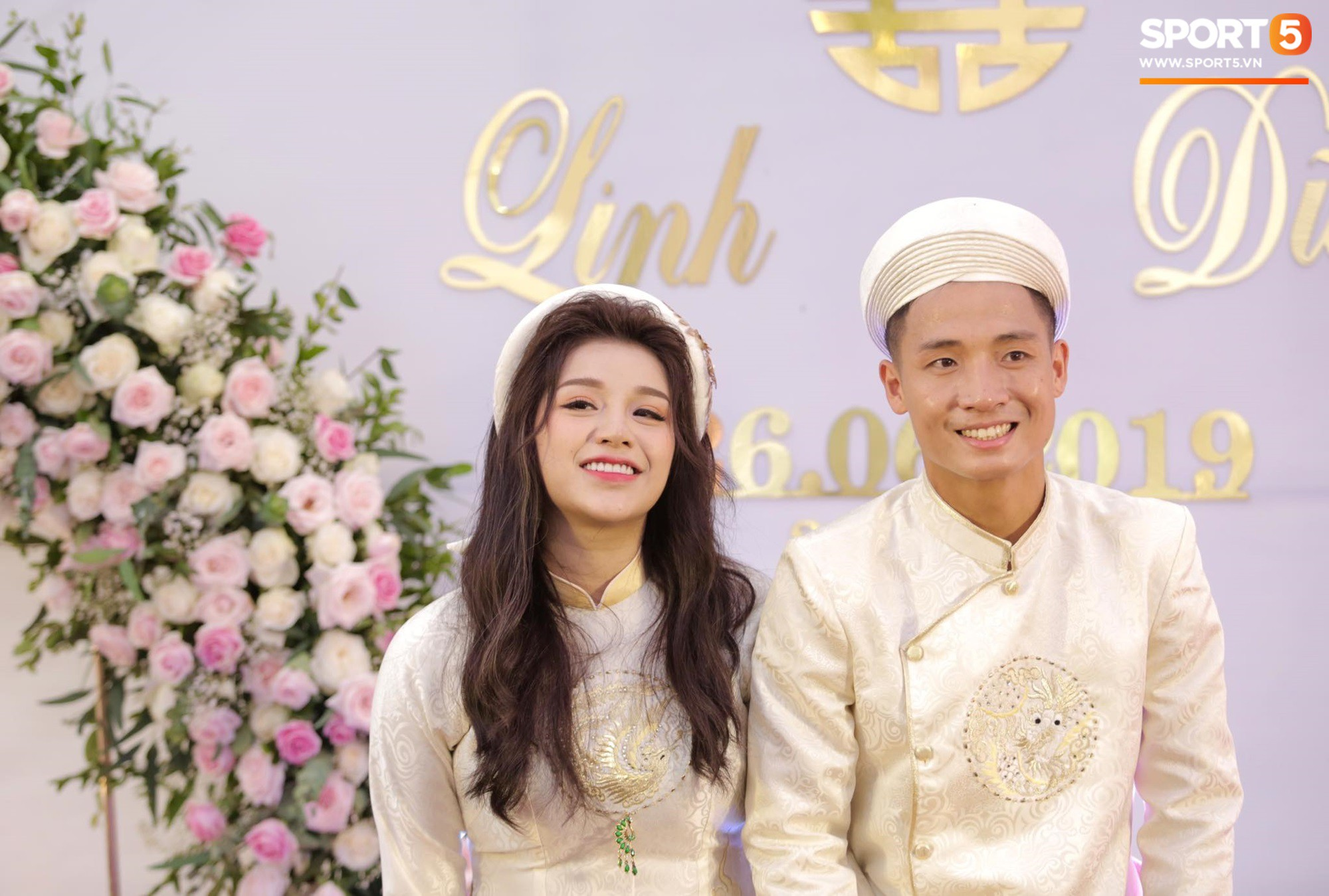 Bùi Tiến Dũng và cô dâu Khánh Linh hôn nhau say đắm, hát Nắm Lấy Tay Anh cực ngọt ngào-19